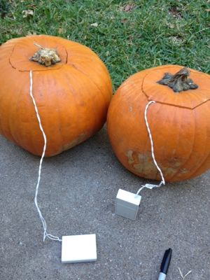jack-o-lanterns-with-battery-boxes