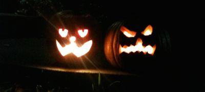 lit-jack-o-lanterns