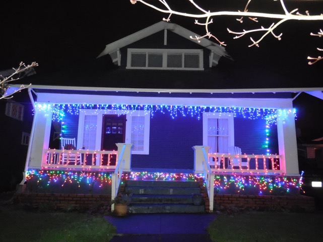 Get This Look: LED Icicle Lights on Craftsman Bungalow