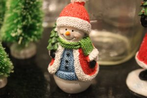 Easy Snowglobes to Make with Your Kids