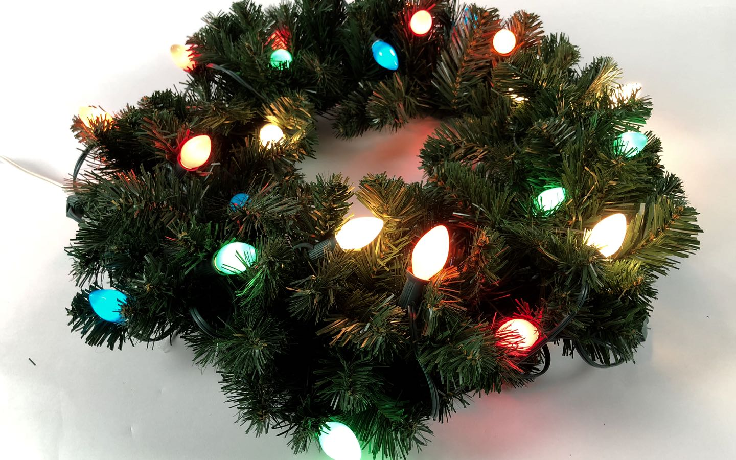 Real versus Artificial Wreaths for Christmas