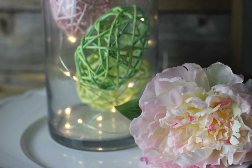 DIY: Raffia Easter Eggs in a Vase!